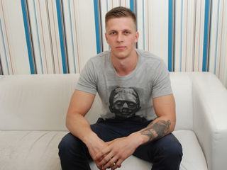 Hot stud RiantMuscleChris